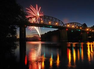 Orbit_four_columns_fireworks